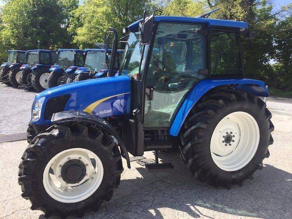 NEW HOLLAND TL100A side view tractor traders in west ireland